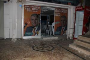 AK Parti Muratpaşa Seçim Ofislerine Saldırı