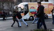 Sarıgül'ün Seçim Otobüsüne Taşlı Saldırı
