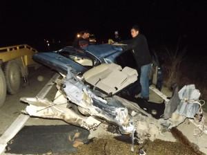 Kazada Otomobil İkiye Ayrıldı