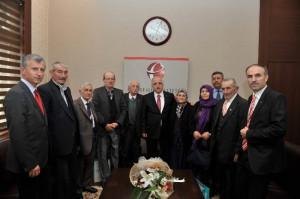 Vali Tuna'ya 'Yaşlılara Saygı Haftası' Ziyareti