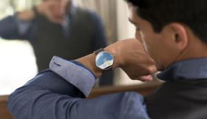 Tasarımıyla Dikkat Çeken Moto 360 Akıllı Saat Duyuruldu
