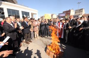 Mustafa Sarıgül Nevruz Ateşinden Atladı