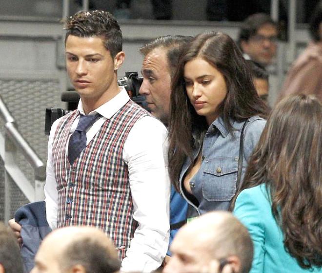 Cristiano Ronaldo Sevgilisiyle Maç İzledi