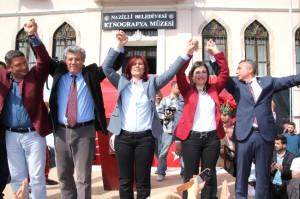 CHP'li Özlem Çerçioğlu, Nazilli Adayını Destek Vermek İçin Nazilli'de Seçmenle Buluştu