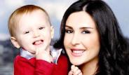 Ebru Destan Oğlu Oktay'la Objektif Karşısında