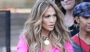 Jennifer Lopez Mini Eteğiyle Yürek Hoplattı