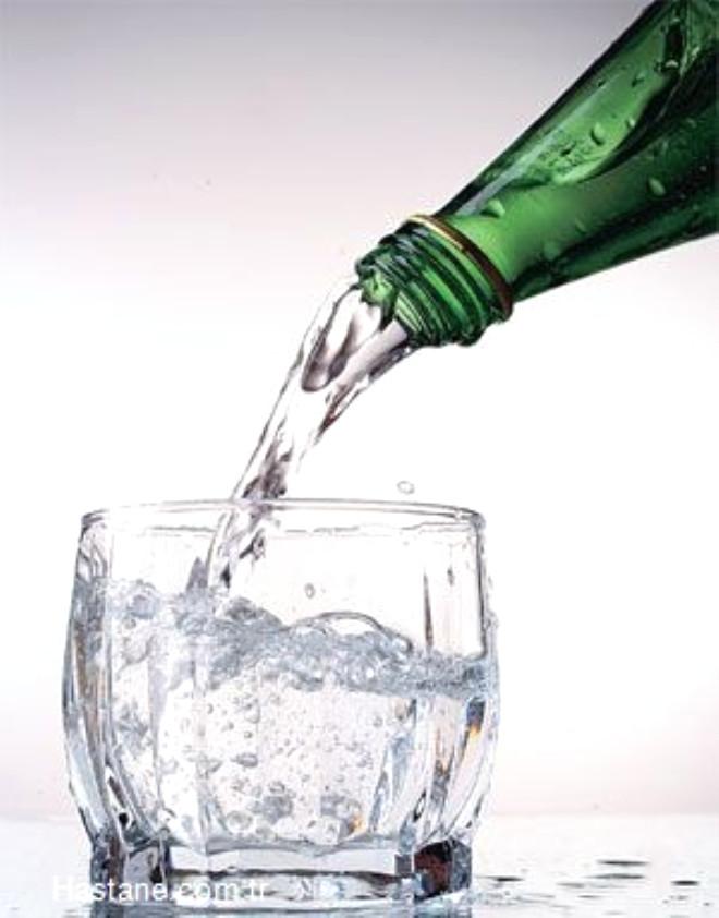 Her gün içilmesinin sağlık açısından yararlı olduğu söylenen soda konusunda uzmanlar uyarıyor.
