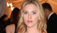 Scarlett Johansson'dan Kapak Pozu