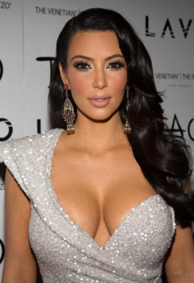 Kim Kardashian 'En Kusursuz Göğüslere Sahip Kadın' Seçildi