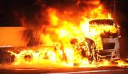 Antalya'da Otomobildeki 5 Kişi Yanarak Öldü