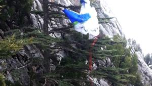Kuveytli Paraşütçüyü 'Ağaç Dalı' Kurtardı
