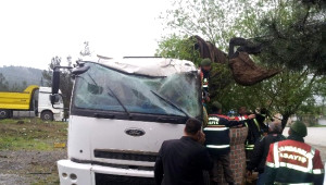 Akıl Almaz Kazada Yaralanan Sürücü, Kurtarılamadı
