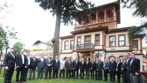 İzmit Belediye Meclis Üyeleri Başkan Karaosmanoğlu'nu Ziyaret Etti