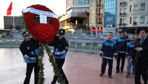 Taksim'de Süpürgeli Çelenk Krizi