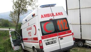 Bolu'da Ambulans ile Otomobil Çarpıştı: 2 Yaralı