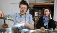 Almanya'da, Yiyeceklerini Çöplerden Bulan İnsanlar