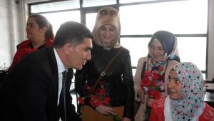 Ak Partili Çelebi Karanfil Dağıttı