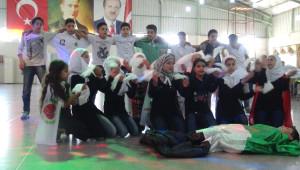 Suriyeli Çocuklardan Temsili Cenaze Töreni Oyunu