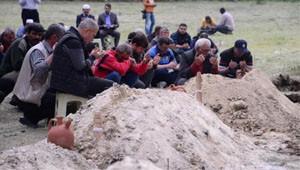 Soma'da 3 Madenci Yan Yana Toprağa Verildi