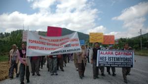 Köylülerden Tenekeli Hes Protestosu