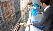 Paraşütle Sandviç Teslimatı