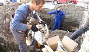 Rusya'da Yol Çalışmasında İşçiler Sert Cisimle Karşılaştı