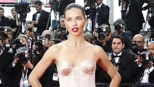 Cannes'da Kırmızı Halıya Güzellikleriyle Damga Vurdular
