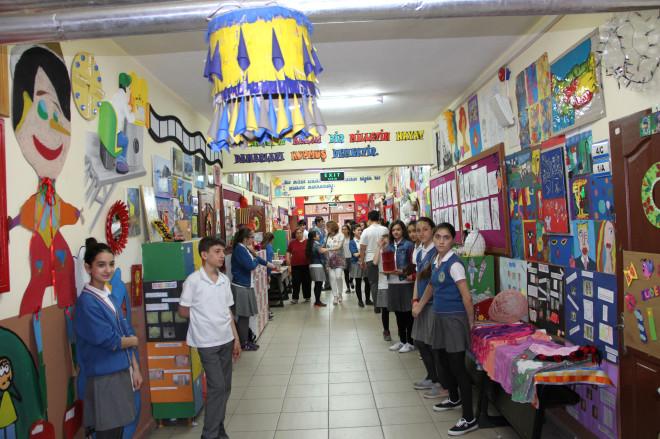 Yıldırım Yunus Emre İlköğretim Okulu'nun Her Katında Ayrı Bir Sokak