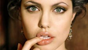 Angelina Jolie İtirafta Bulundu