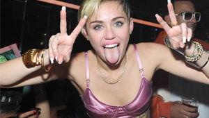 Miley Cyrus: Göğüslerinizi Açın