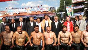 Türk Bayrağı Altında Güreştiler