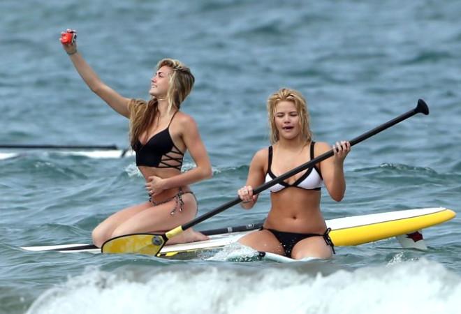 Sörf Tahtasının Üstünde Selfie