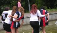 Rusya'da Öğrencilerin Geleneksel Şehir Eğlencesi
