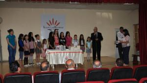 Karabağlar'da Kitap Kurdu Çocuklara Ödül