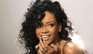 Rihanna, Ödül Törenine Yarı Çıplak Katıldı