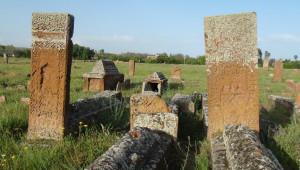 Bilim Adamları Ahlat'ta Ki Tarihi Mezar Taşlarının Gizemini Çözüyor