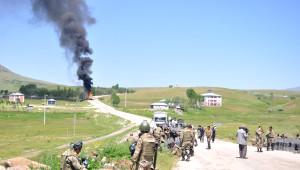 Varto-Karlıova Yolunda Gerginlik: 4'ü Asker, 7 Yaralı