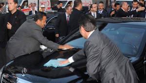 Erdoğan'ın Aracına Kuş Pisleyince Korumalar Telaşlandı