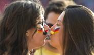 Almanya Tribünlerinden Konuşulan Görüntü
