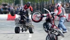 Kazan'da Motorculardan Nefes Kesen Şov