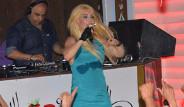 Hande Yener'in Terli Kıyafeti Tepki Çekti