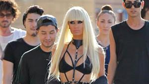 Paris Hilton Kıyafetiyle Magazin Gündemine Oturdu