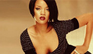 Rihanna'da Arap Usulü Pozlar