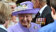 İngiltere Kraliçesinin Ayakkabılarının Sırrı Çözüldü