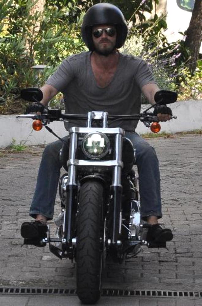 Kıvanç Tatlıtuğ, Yeni Motosikletiyle Görüntülendi