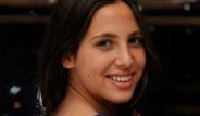 Zehra, Erkek Arkadaşıyla Muhabirlere Yakalandı