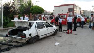İki Otomobil Çarpıştı: 1 Ölü