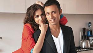 Mustafa-Emina Sandal Çifti, Birbirini Öpücüğe Boğdu