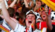 Almanya, Brezilya Galibiyetini Kutluyor