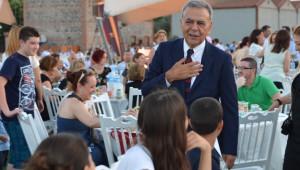 İzmir Büyükşehir Belediyesi İftarda Muhtarları Ağırladı